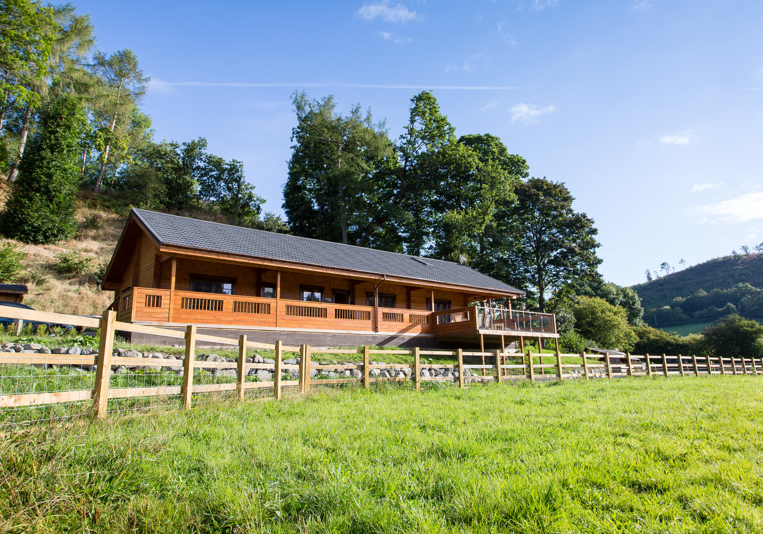 Family or Friends   Coed-Y-Glyn Log Cabins    Meadow Lodge