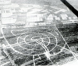 Figure 1 . The spiral layout of Ligano Pineta's roads seen from the air prior to construction.