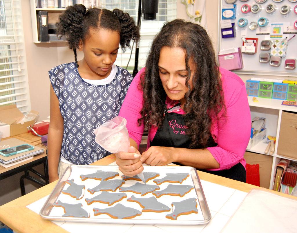 Nicole Silva and her daughter, Karsyn, 8, decorate shark cookies (photo: Heather Middleton)