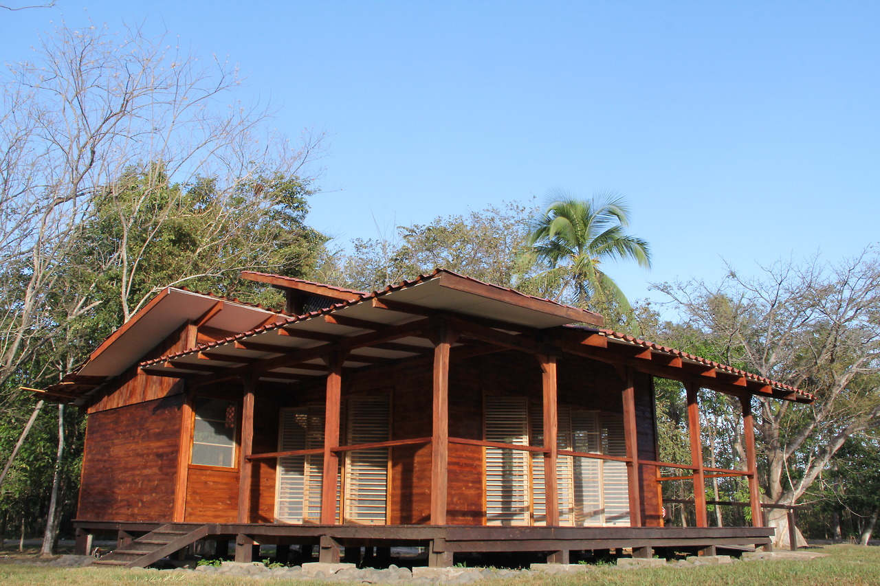 EARTH University at La Flor: Designing and Building an Environmentally Appropriate Schoolhouse  -