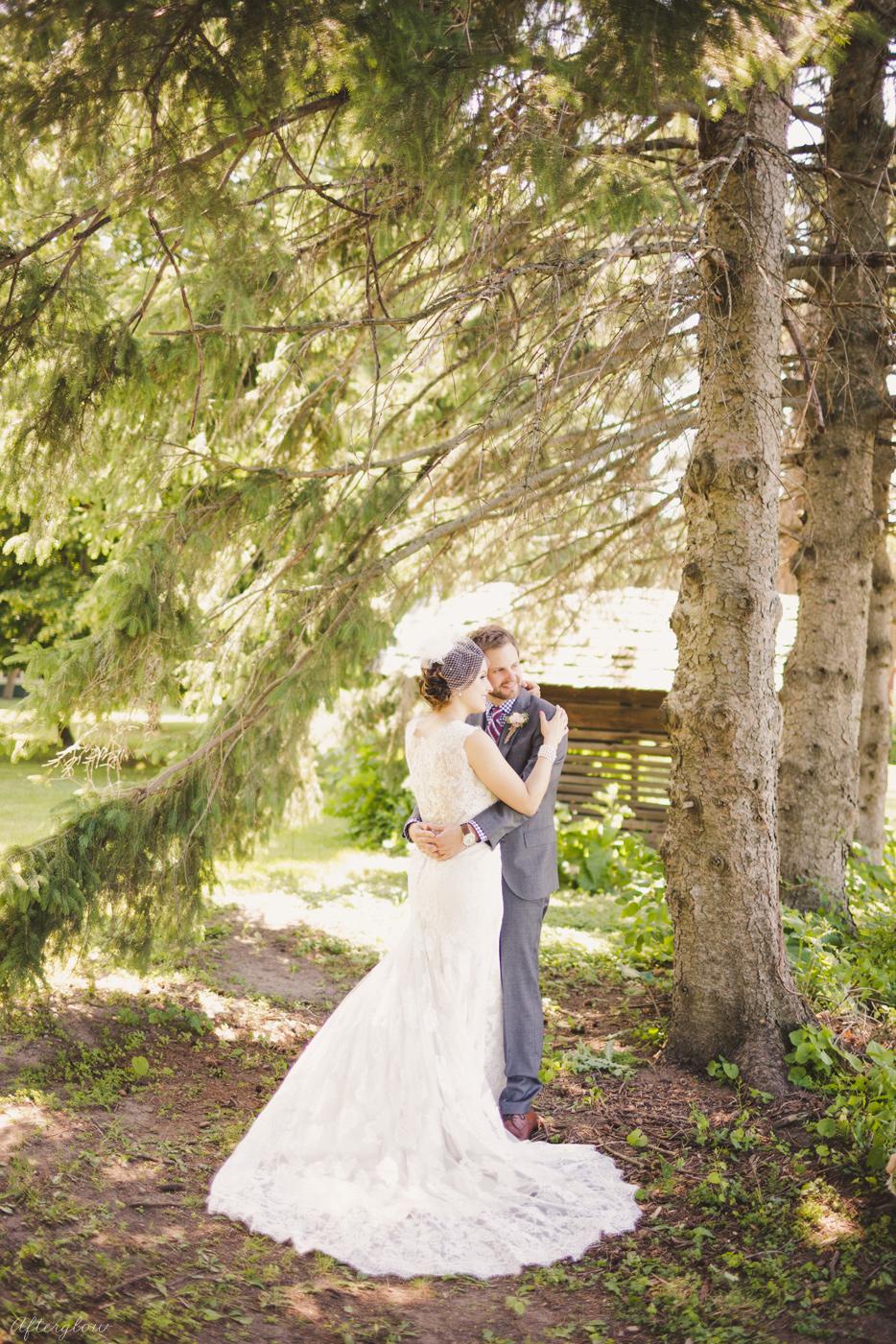 Afterglow_ShelbyAdam_Ravine_Vineyard_Wedding_Photography_Niagara025.jpg