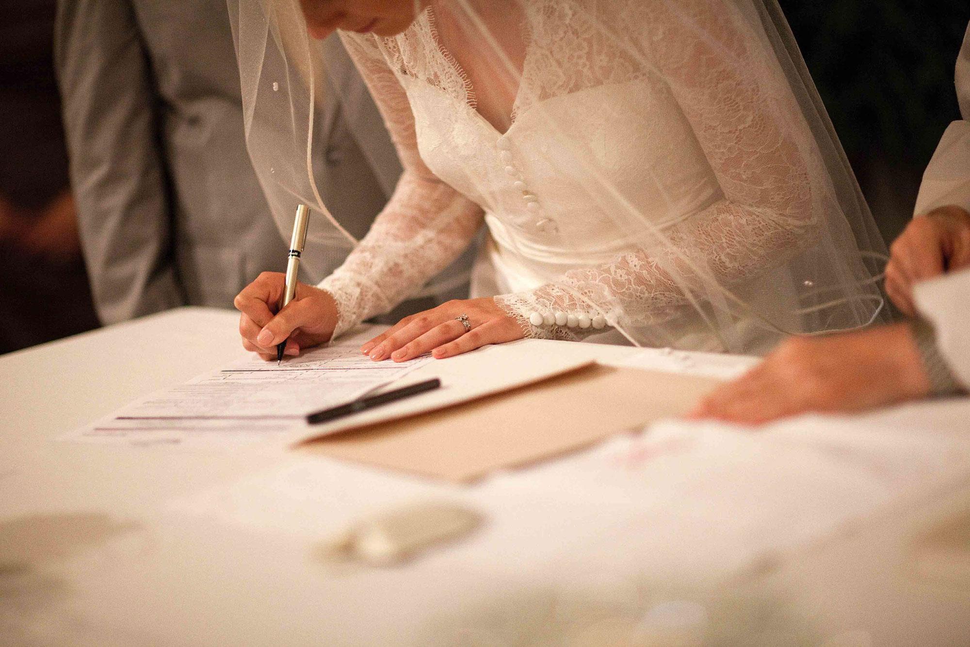 Amanda-Cowley-Willowbank-Vineyard-Bride-Photo-By-White-Photographie-008.jpg