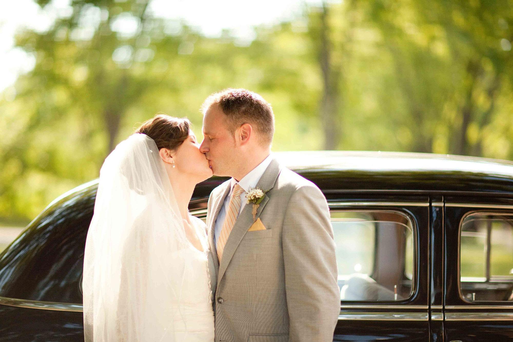 Amanda-Cowley-Willowbank-Vineyard-Bride-Photo-By-White-Photographie-012.jpg