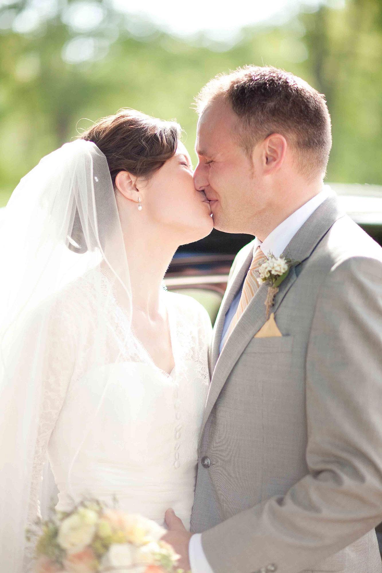 Amanda-Cowley-Willowbank-Vineyard-Bride-Photo-By-White-Photographie-016.jpg