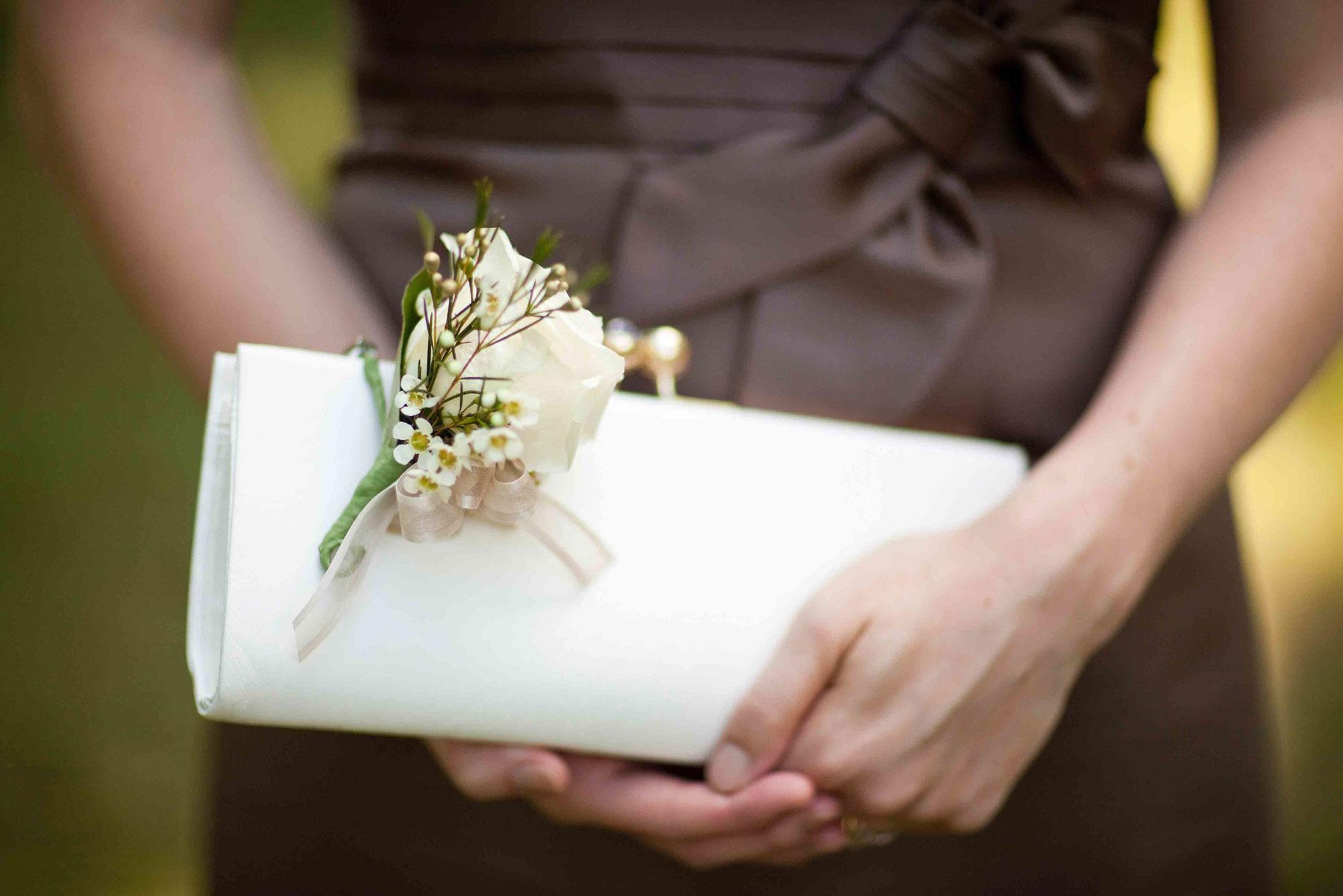 Amanda-Cowley-Willowbank-Vineyard-Bride-Photo-By-White-Photographie-018.jpg