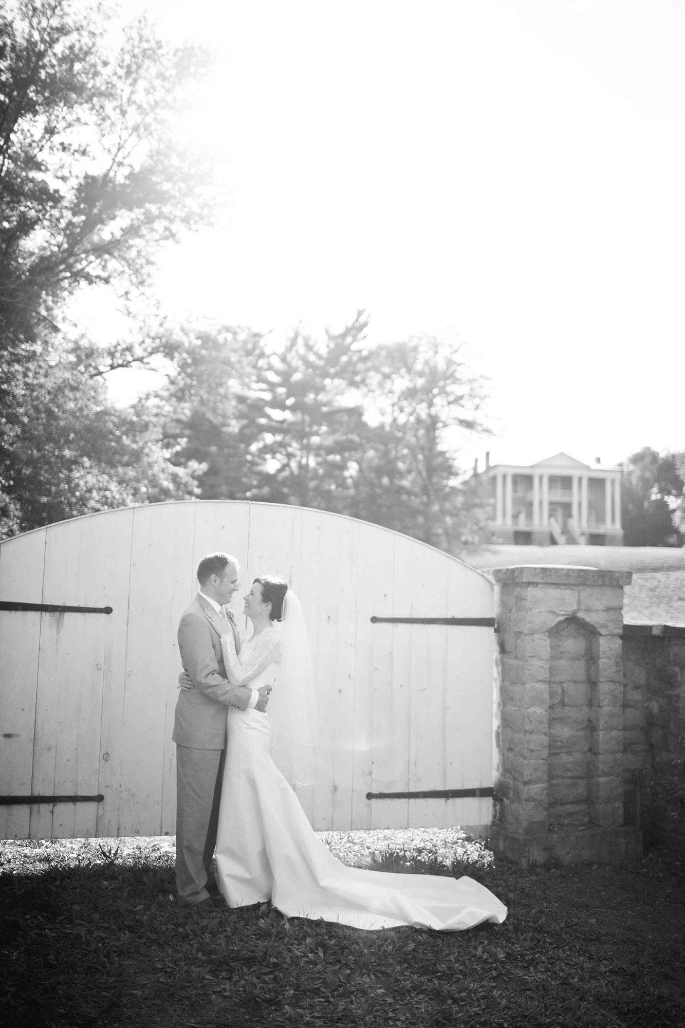 Amanda-Cowley-Willowbank-Vineyard-Bride-Photo-By-White-Photographie-029.jpg