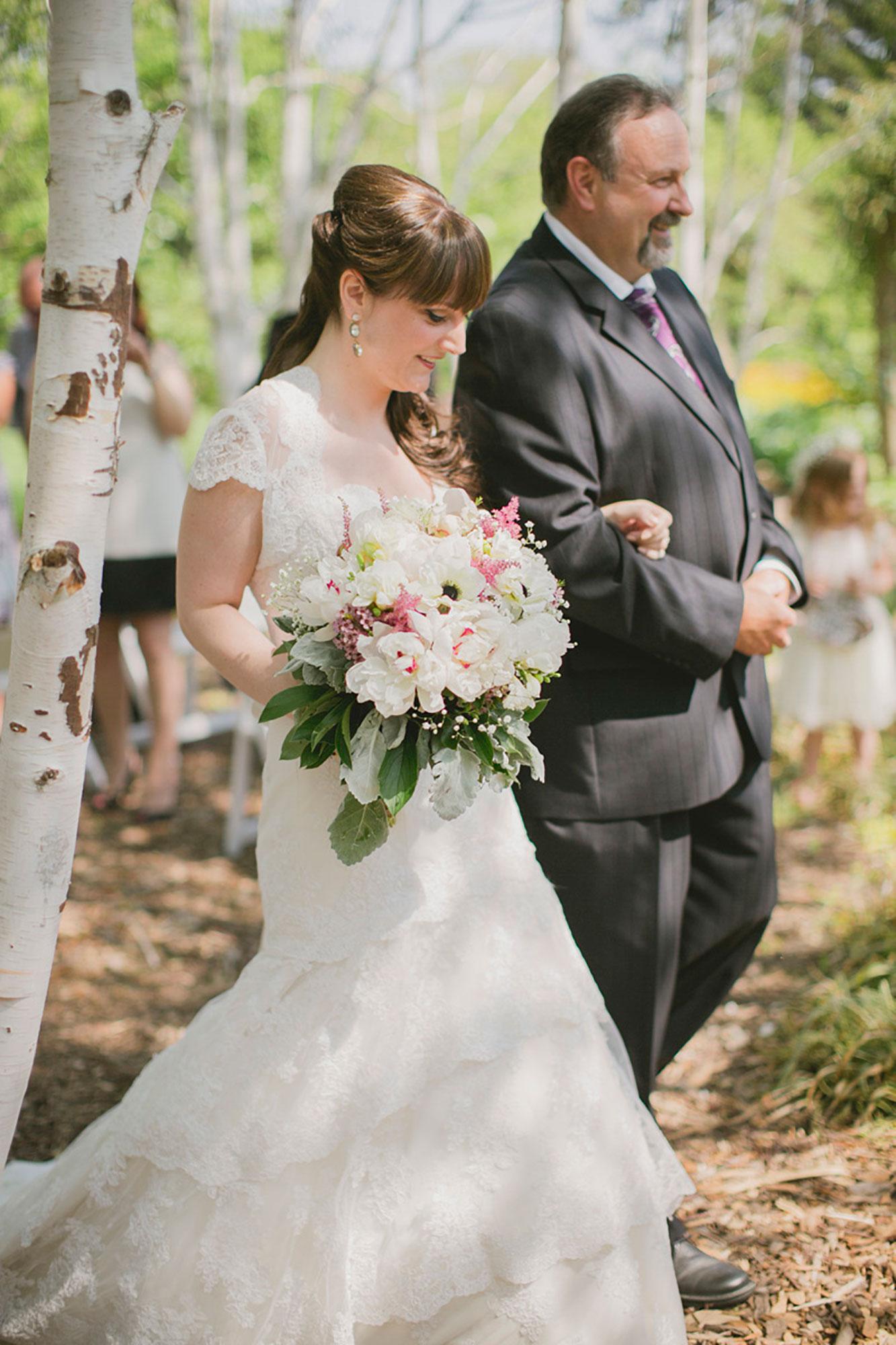 Balls-Falls-Vineyard-Bride-Photo-By-Elizabeth-in-Love-012.jpg