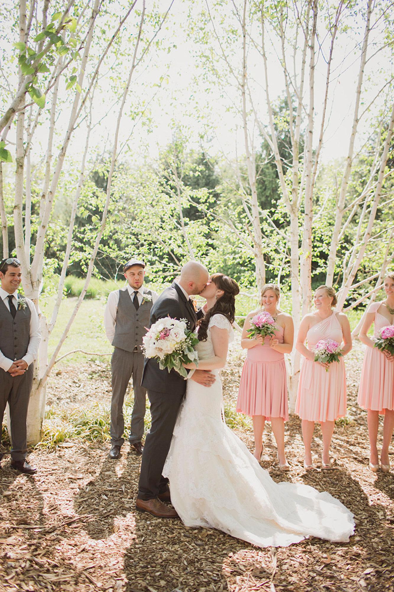 Balls-Falls-Vineyard-Bride-Photo-By-Elizabeth-in-Love-015.jpg