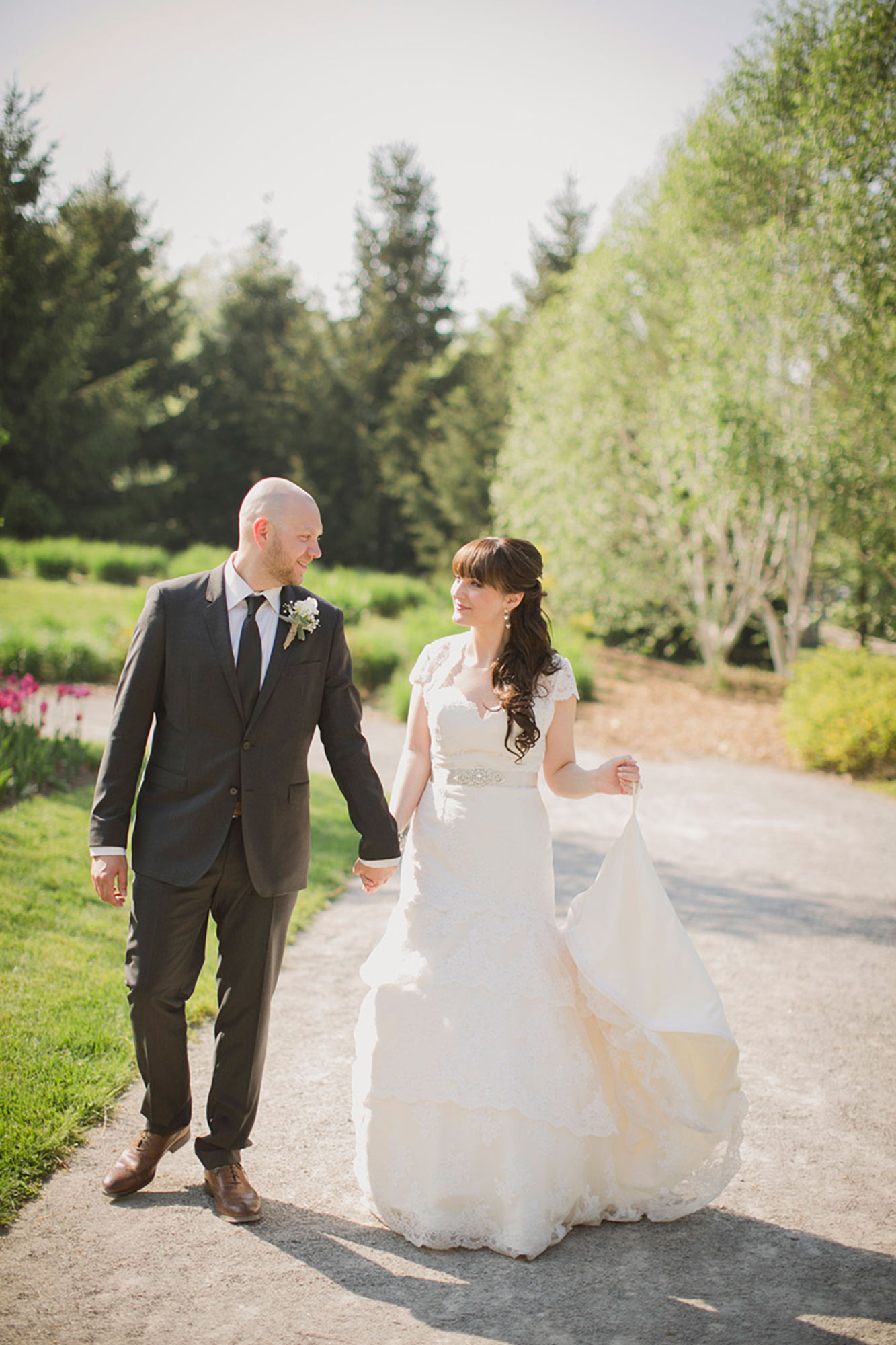 Balls-Falls-Vineyard-Bride-Photo-By-Elizabeth-in-Love-017.jpg