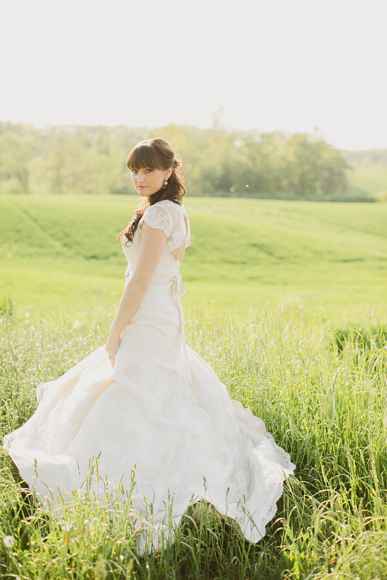 Balls-Falls-Vineyard-Bride-Photo-By-Elizabeth-in-Love-023.jpg