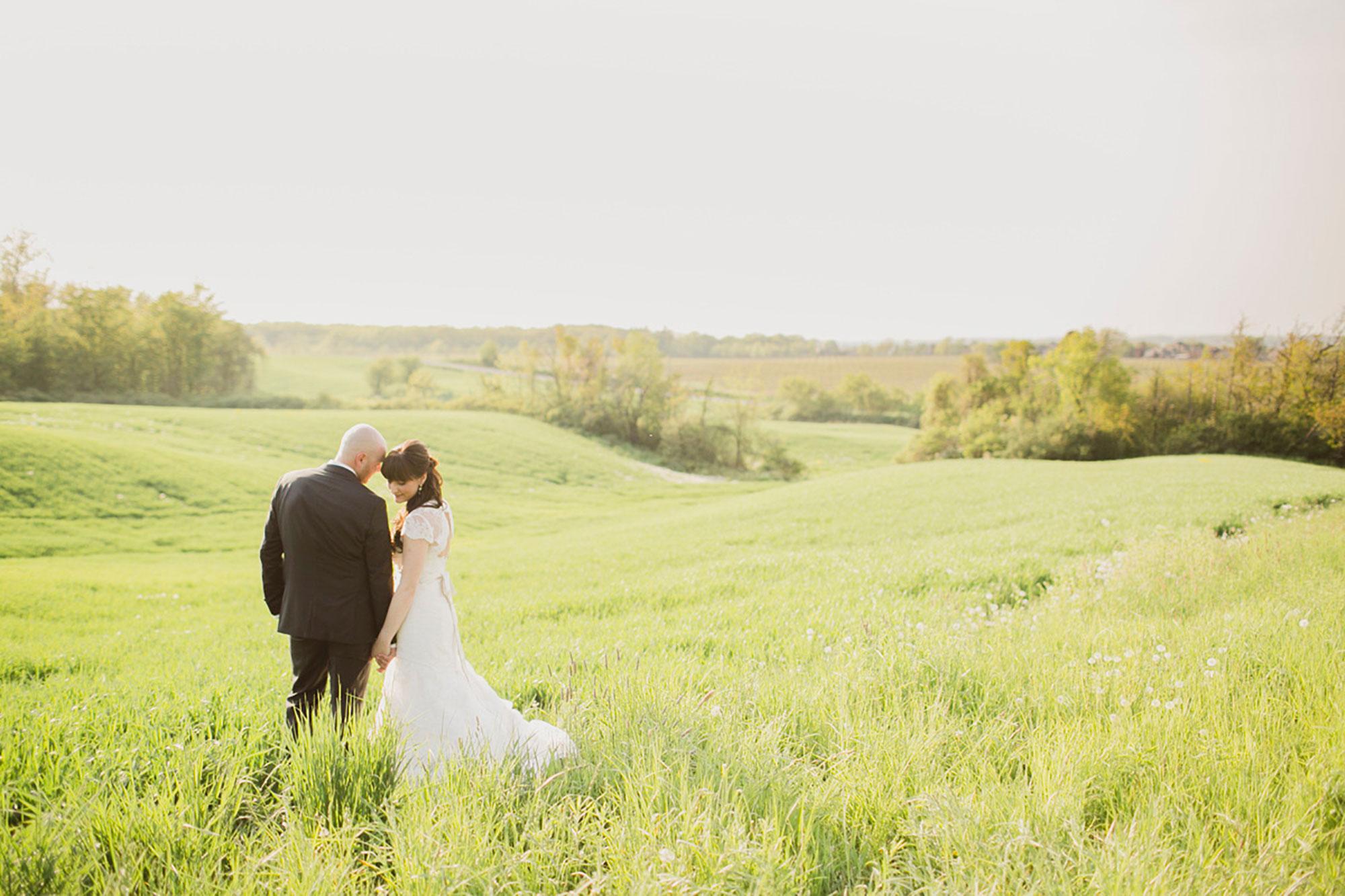Balls-Falls-Vineyard-Bride-Photo-By-Elizabeth-in-Love-029.jpg