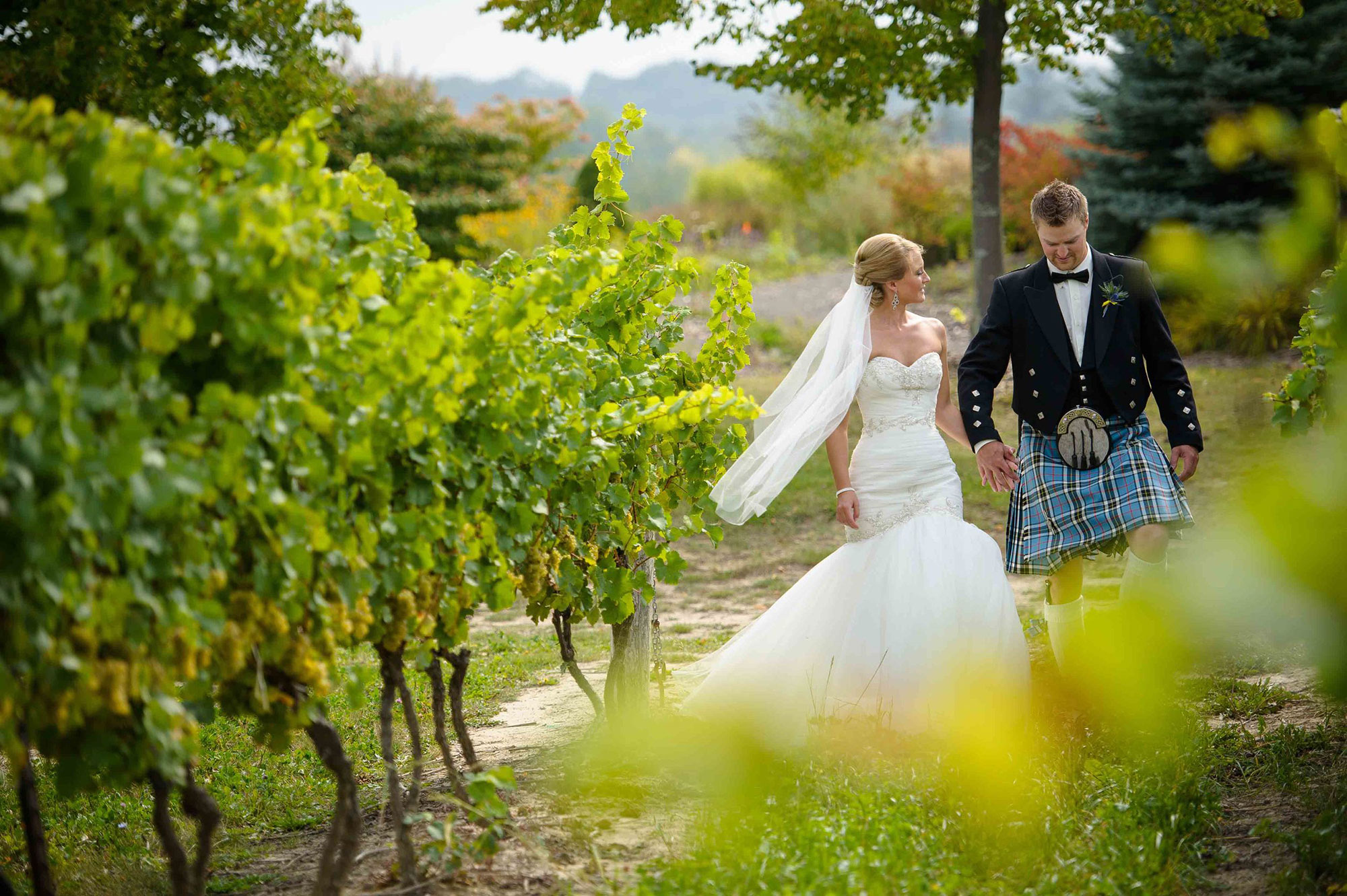 Rockway-Vineyards-Vineyard-Bride-Photo-By-Brian-Caporicci-021.jpg