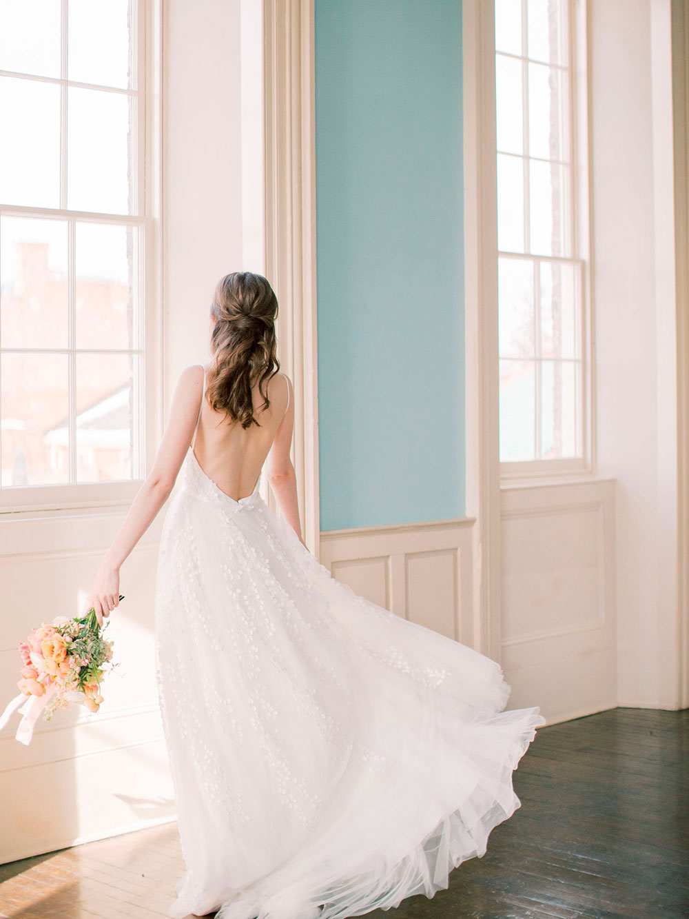 Niagara-on-the-Lake-Courthouse-Vineyard-Bride-Editorial-photo-by-Jessica-Imrie-Photography-039.jpg