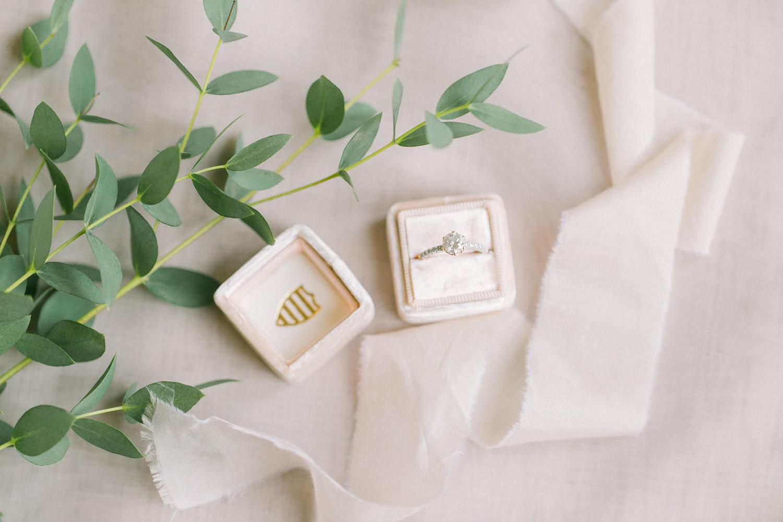 KJ-and-Co-Wedding-Planner-Vineyard-Bride-Photography-by-Elizabeth-in-Love-001.jpg
