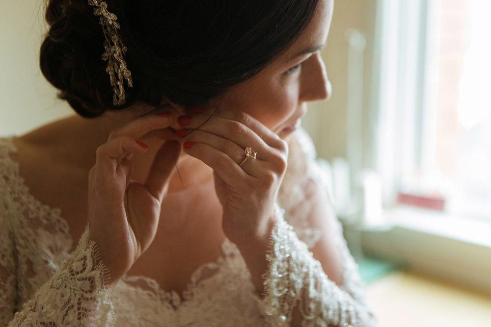 Winter-Wedding-Ridley-College-Stone-Mill-Inn-Vineyard-Bride-Photography-by-Joel-Hannigan-Photography-013.jpg