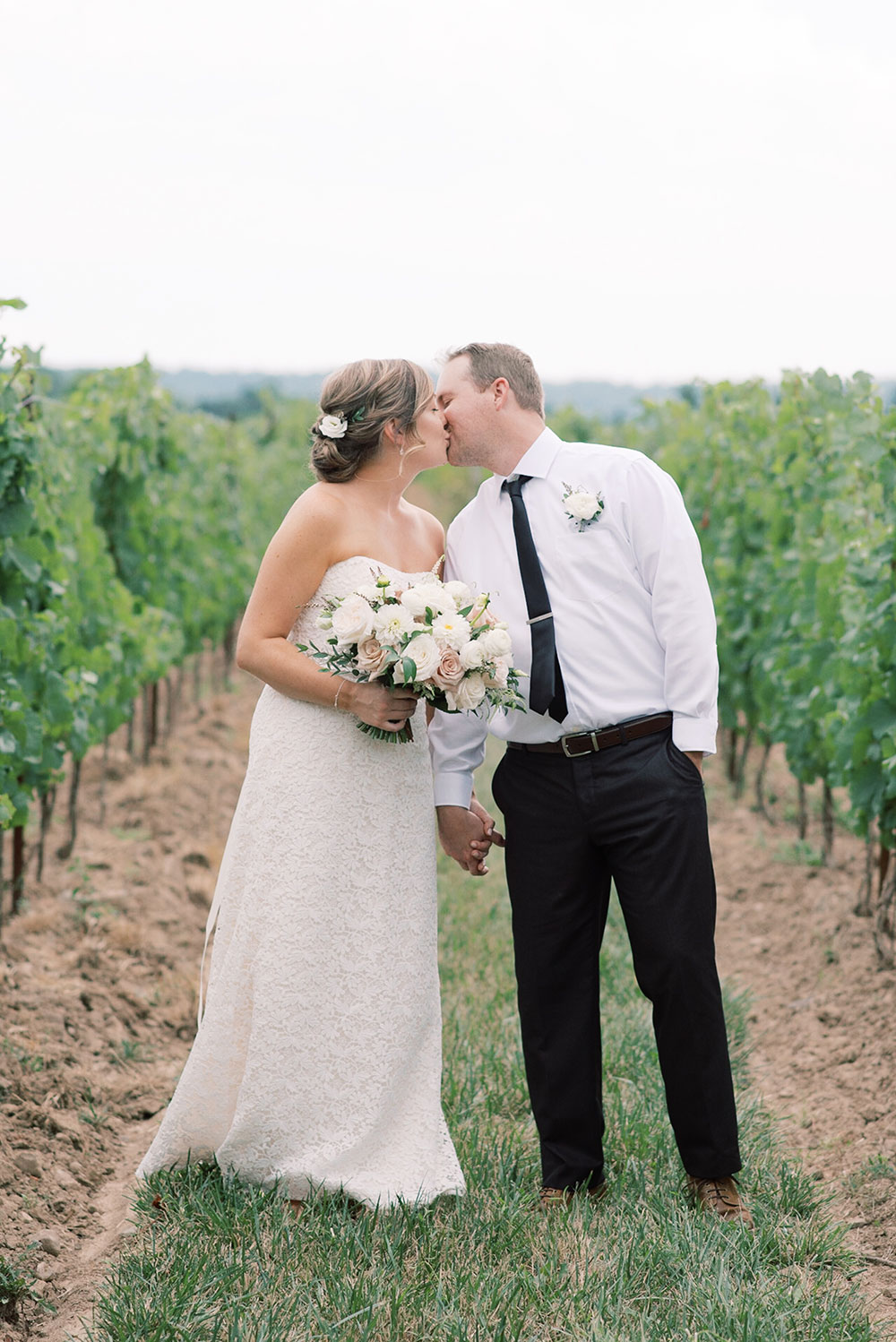 Niagara-on-the-Lake-Elopement-Vineyard-Bride-photo-by-Emily-Jean-Photography-0024.JPG