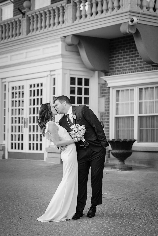 Niagara-wedding-photographers-Philosophy-Studios-Swish-List-Vineyard-Bride-formerly-Eva-Derrick-Photography-002.jpg