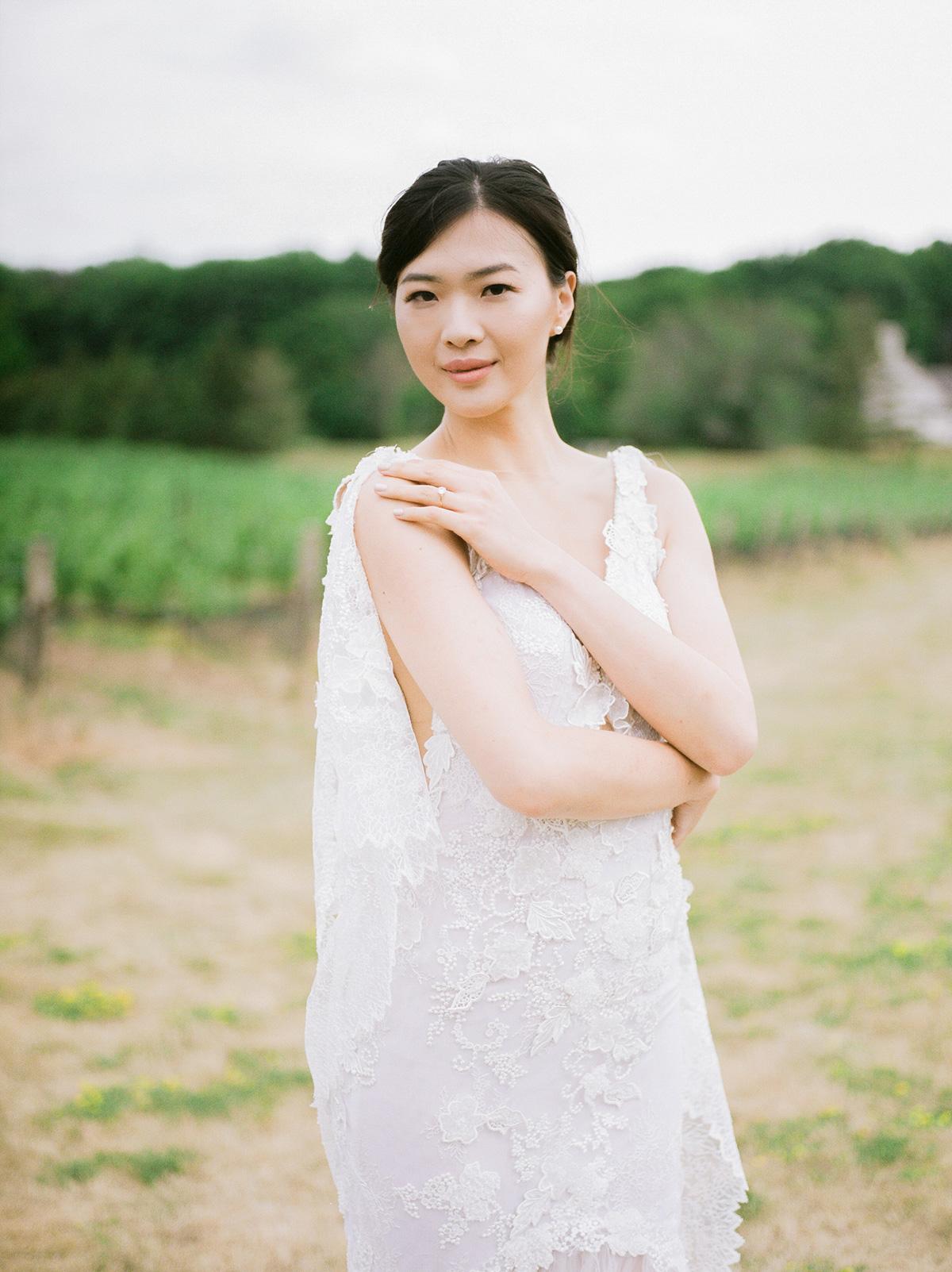 jennifer-xu-photography-vineyard-bride-swish-list-rosewod-eatstes-winery-beamsville-wedding-editorial-4.jpg