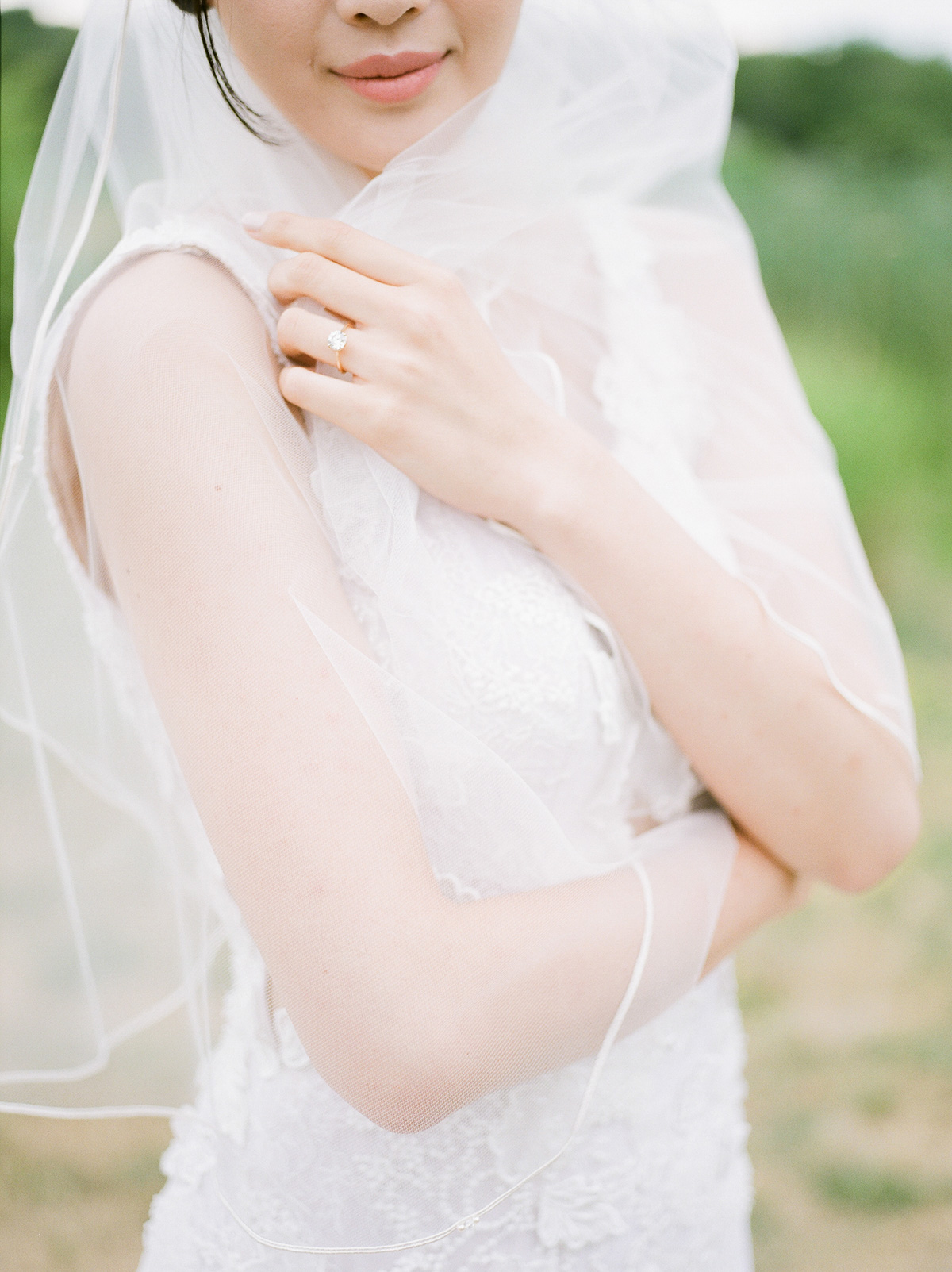 jennifer-xu-photography-vineyard-bride-swish-list-rosewod-eatstes-winery-beamsville-wedding-editorial-18.jpg