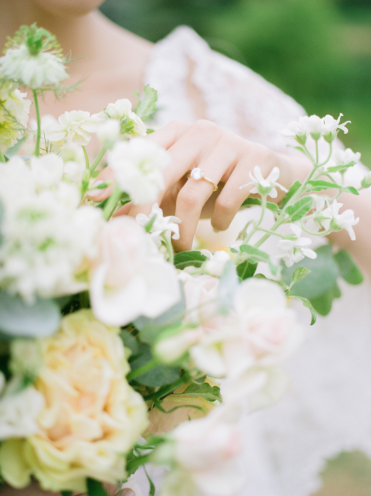 jennifer-xu-photography-vineyard-bride-swish-list-rosewod-eatstes-winery-beamsville-wedding-editorial-19.jpg
