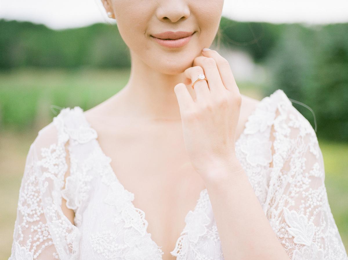 jennifer-xu-photography-vineyard-bride-swish-list-rosewod-eatstes-winery-beamsville-wedding-editorial-31.jpg