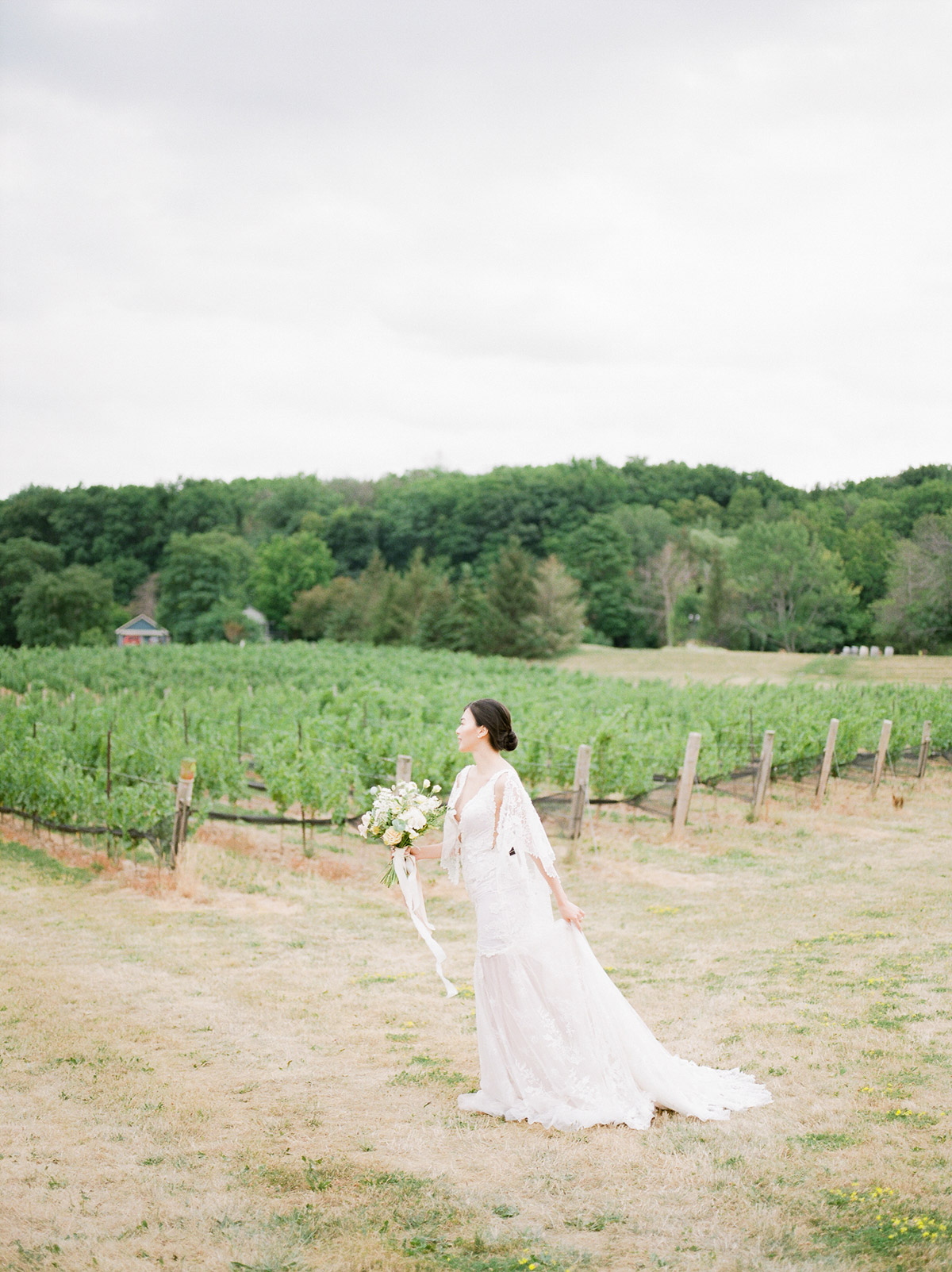 jennifer-xu-photography-vineyard-bride-swish-list-rosewod-eatstes-winery-beamsville-wedding-editorial-32.jpg