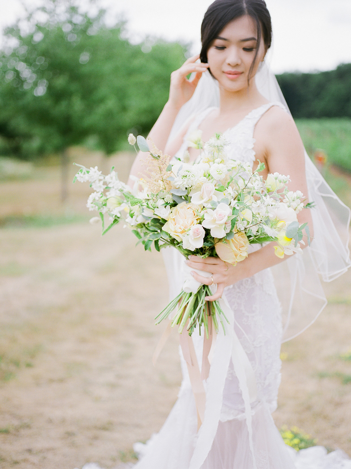 jennifer-xu-photography-vineyard-bride-swish-list-rosewod-eatstes-winery-beamsville-wedding-editorial-35.jpg