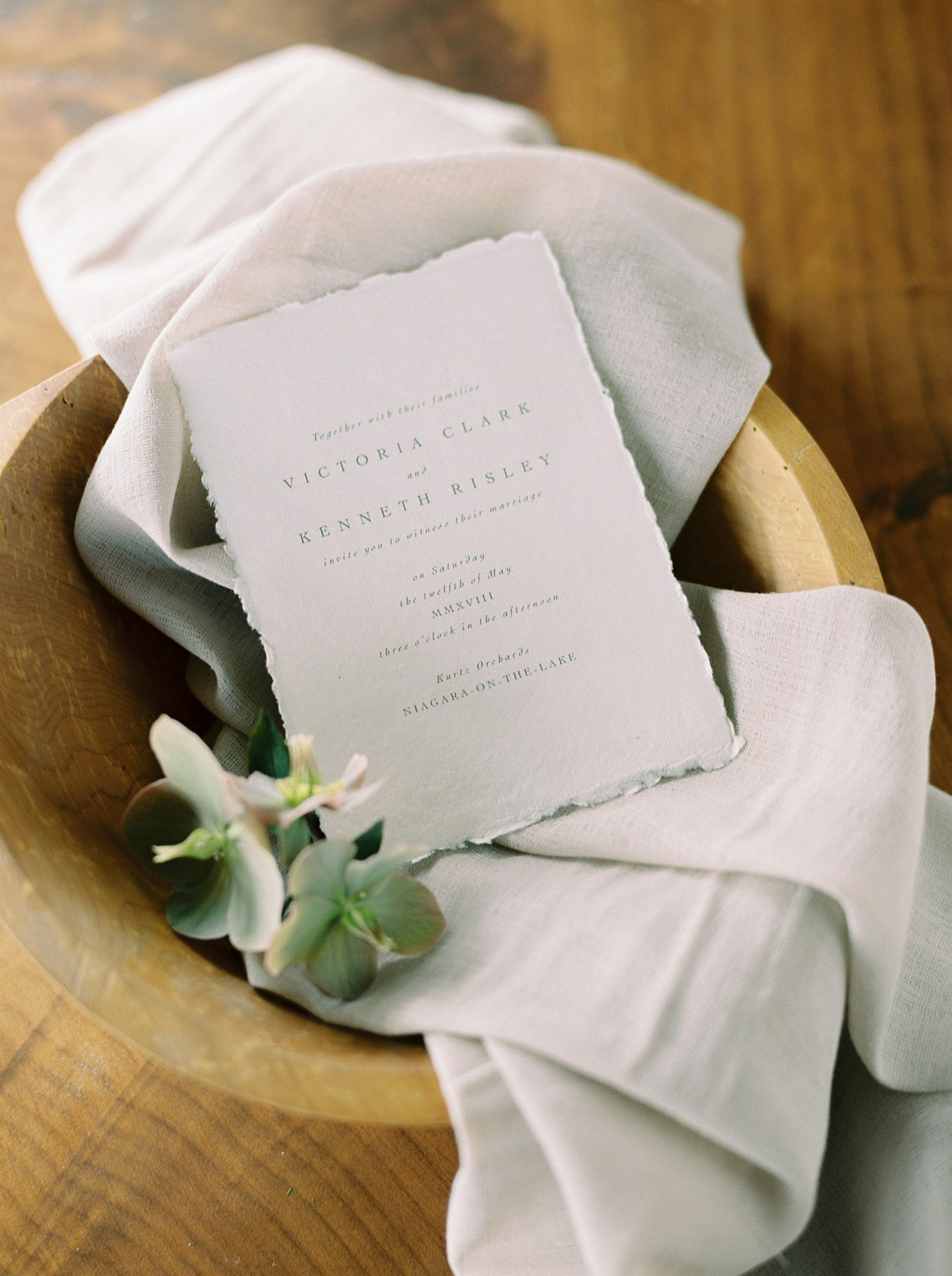 will-reid-photo-vineyard-bride-swish-list-kurtz-orchards-market-niagara-on-the-lake-wedding-editorial-1.jpg