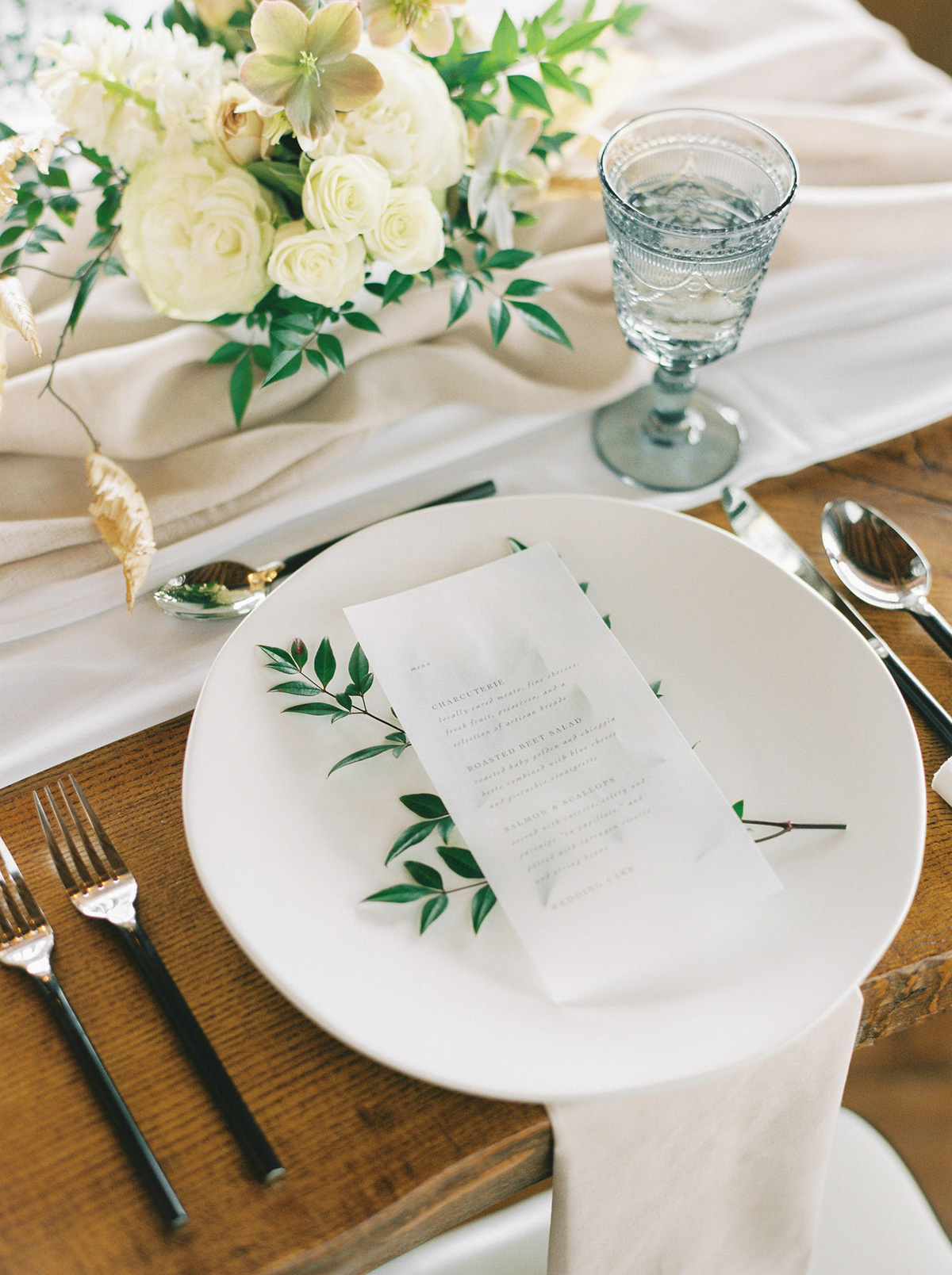will-reid-photo-vineyard-bride-swish-list-kurtz-orchards-market-niagara-on-the-lake-wedding-editorial-3.jpg