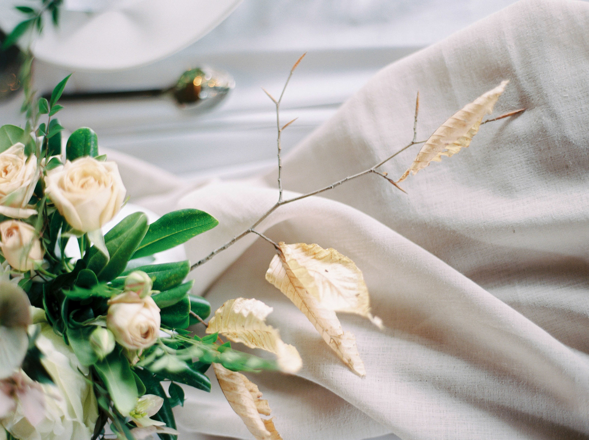 will-reid-photo-vineyard-bride-swish-list-kurtz-orchards-market-niagara-on-the-lake-wedding-editorial-9.jpg