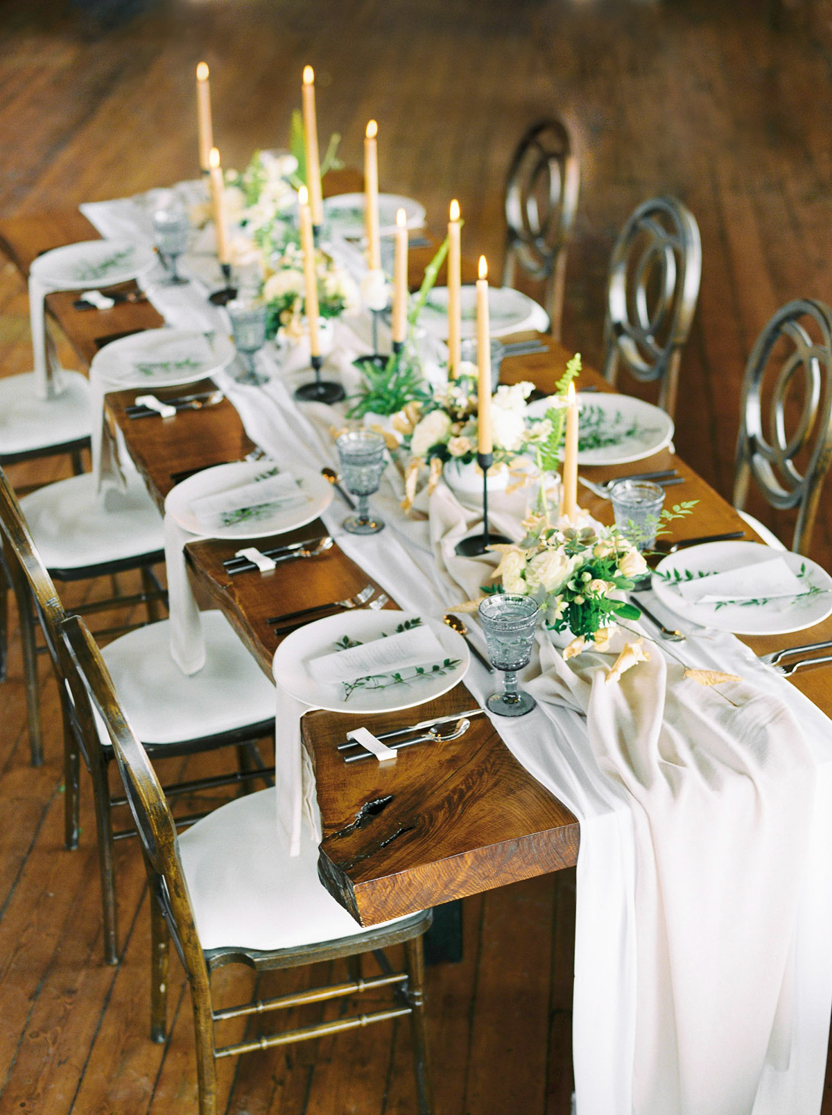 will-reid-photo-vineyard-bride-swish-list-kurtz-orchards-market-niagara-on-the-lake-wedding-editorial-11.jpg