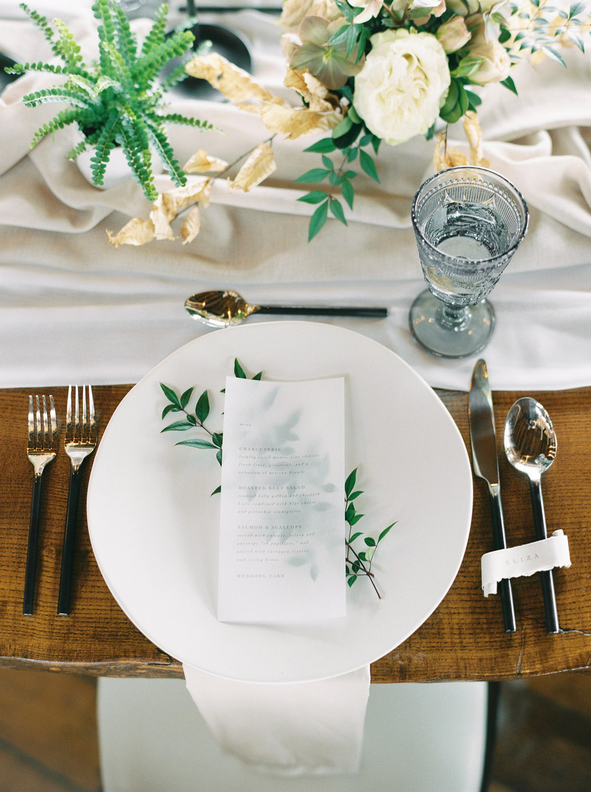 will-reid-photo-vineyard-bride-swish-list-kurtz-orchards-market-niagara-on-the-lake-wedding-editorial-12.jpg