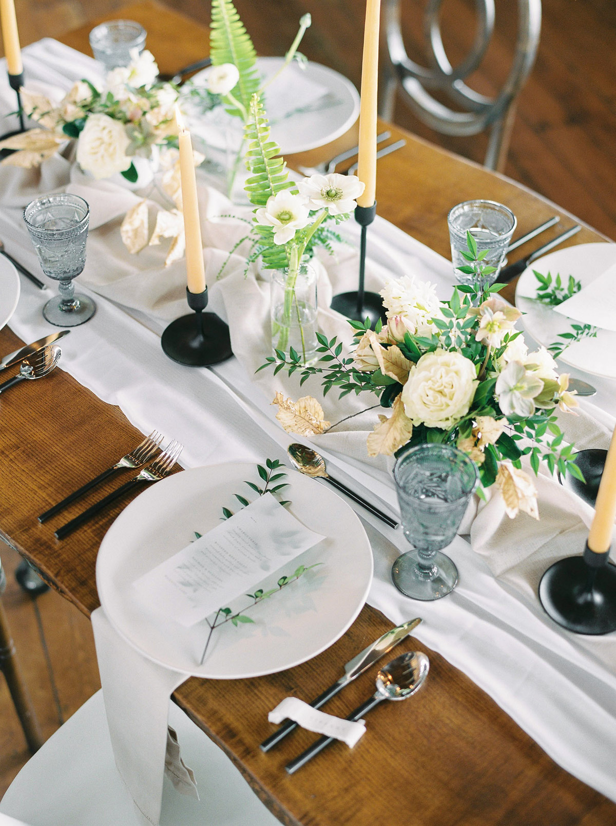 will-reid-photo-vineyard-bride-swish-list-kurtz-orchards-market-niagara-on-the-lake-wedding-editorial-13.jpg