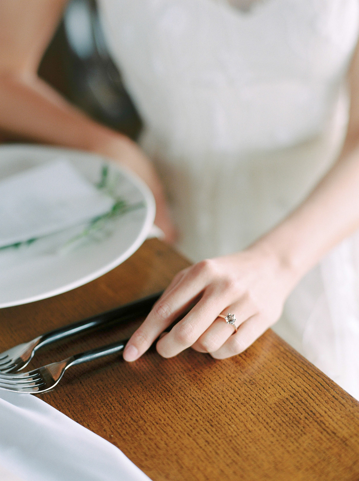 will-reid-photo-vineyard-bride-swish-list-kurtz-orchards-market-niagara-on-the-lake-wedding-editorial-16.jpg