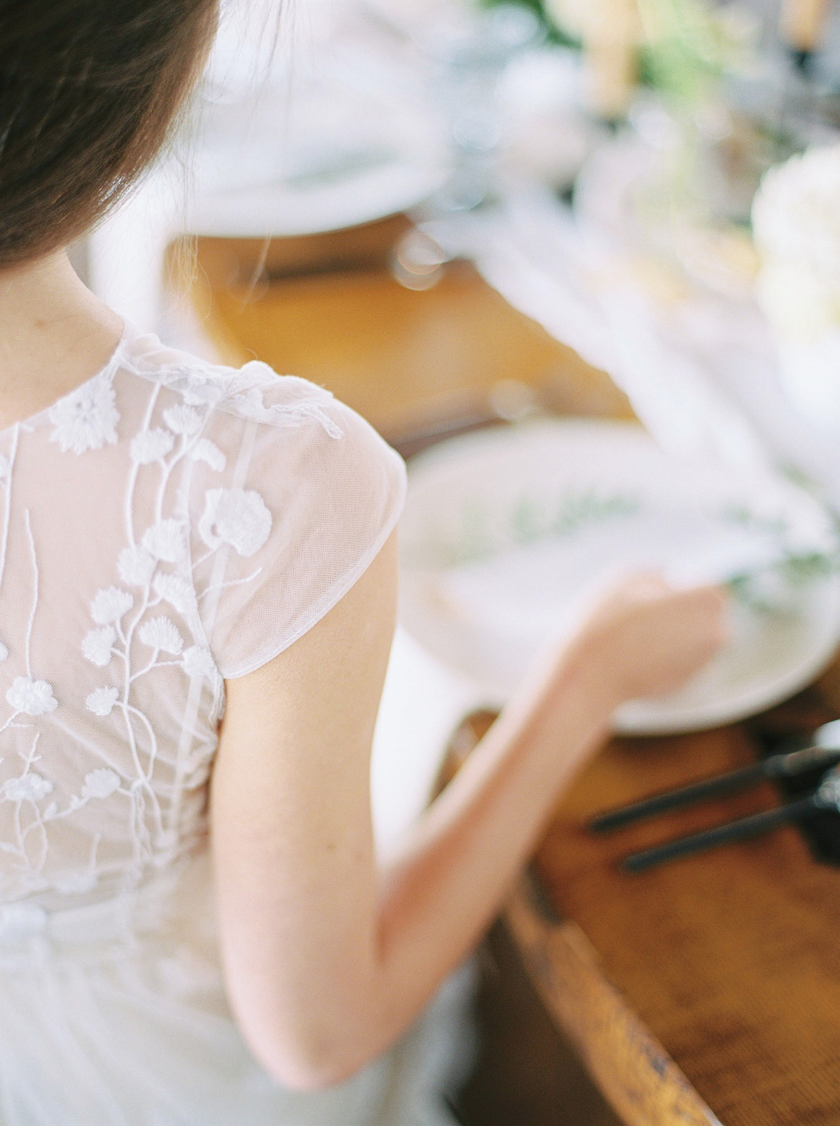 will-reid-photo-vineyard-bride-swish-list-kurtz-orchards-market-niagara-on-the-lake-wedding-editorial-17.jpg
