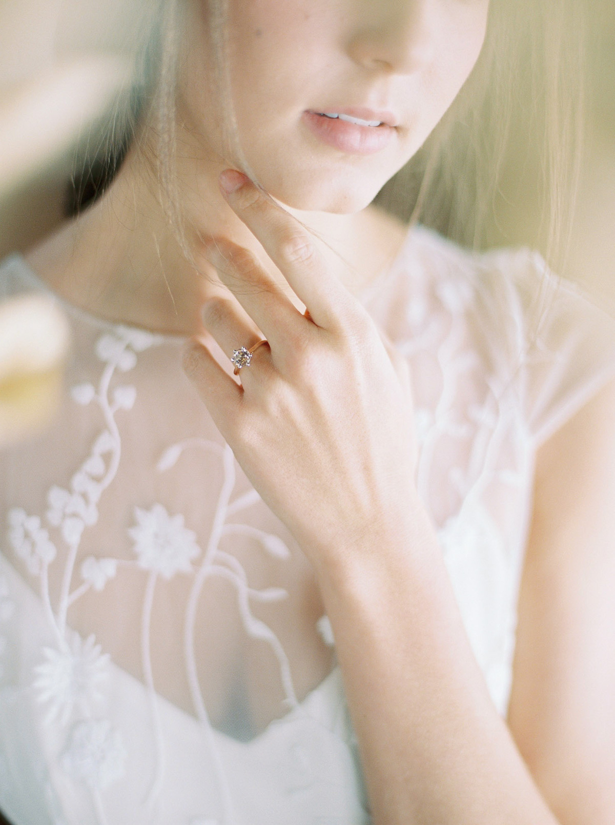will-reid-photo-vineyard-bride-swish-list-kurtz-orchards-market-niagara-on-the-lake-wedding-editorial-19.jpg