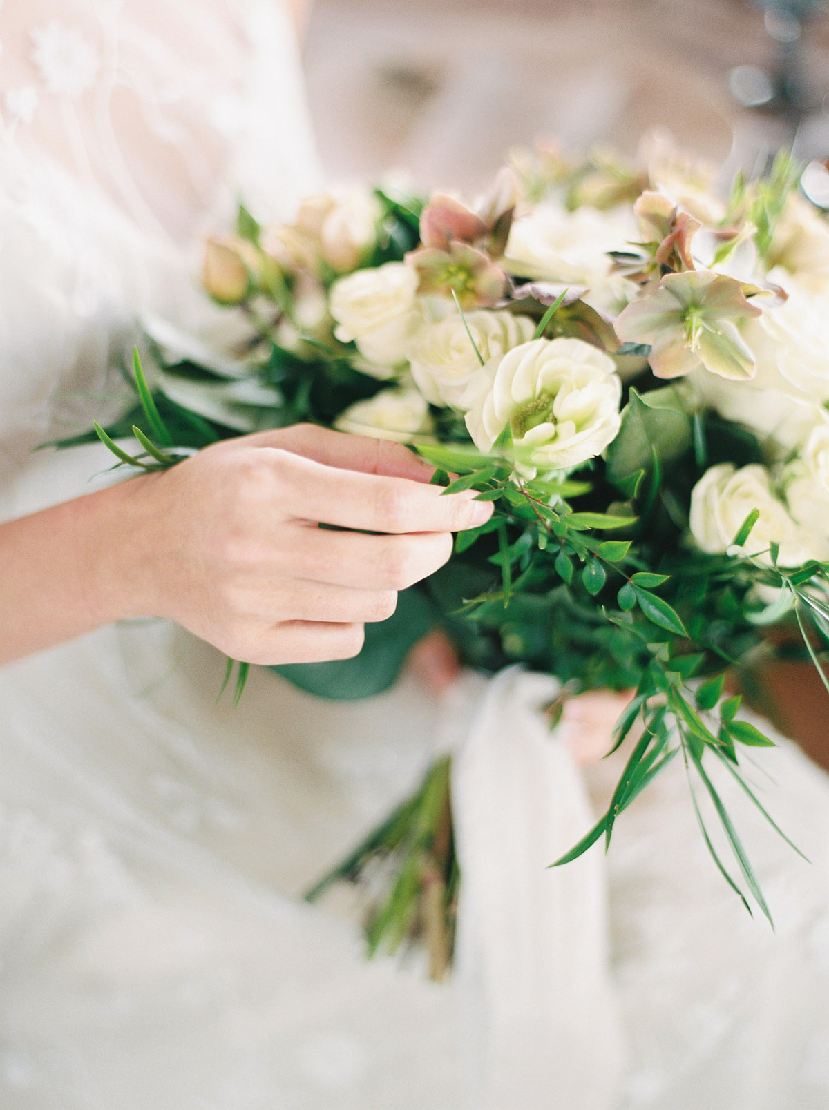 will-reid-photo-vineyard-bride-swish-list-kurtz-orchards-market-niagara-on-the-lake-wedding-editorial-24.jpg