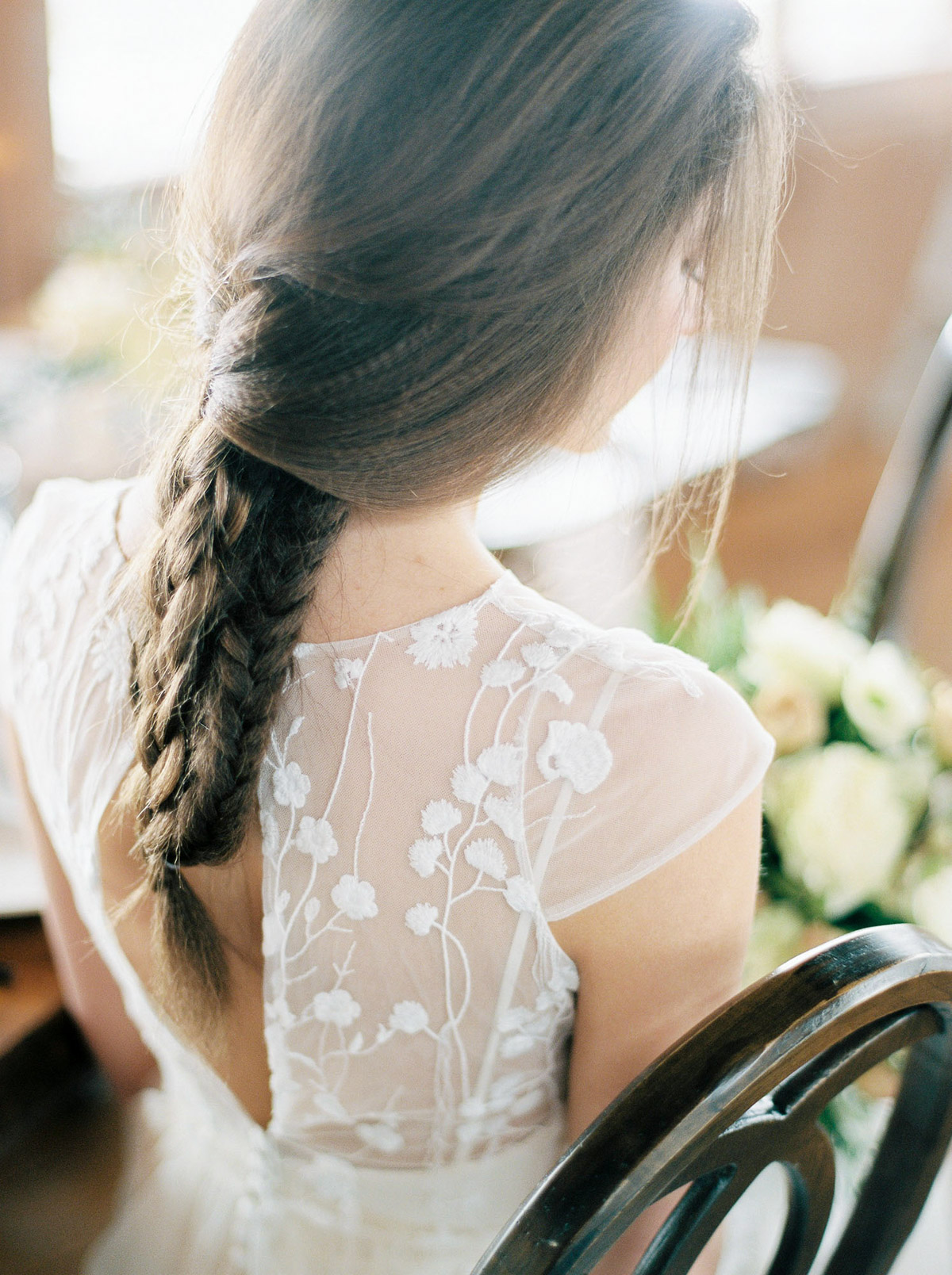will-reid-photo-vineyard-bride-swish-list-kurtz-orchards-market-niagara-on-the-lake-wedding-editorial-25.jpg