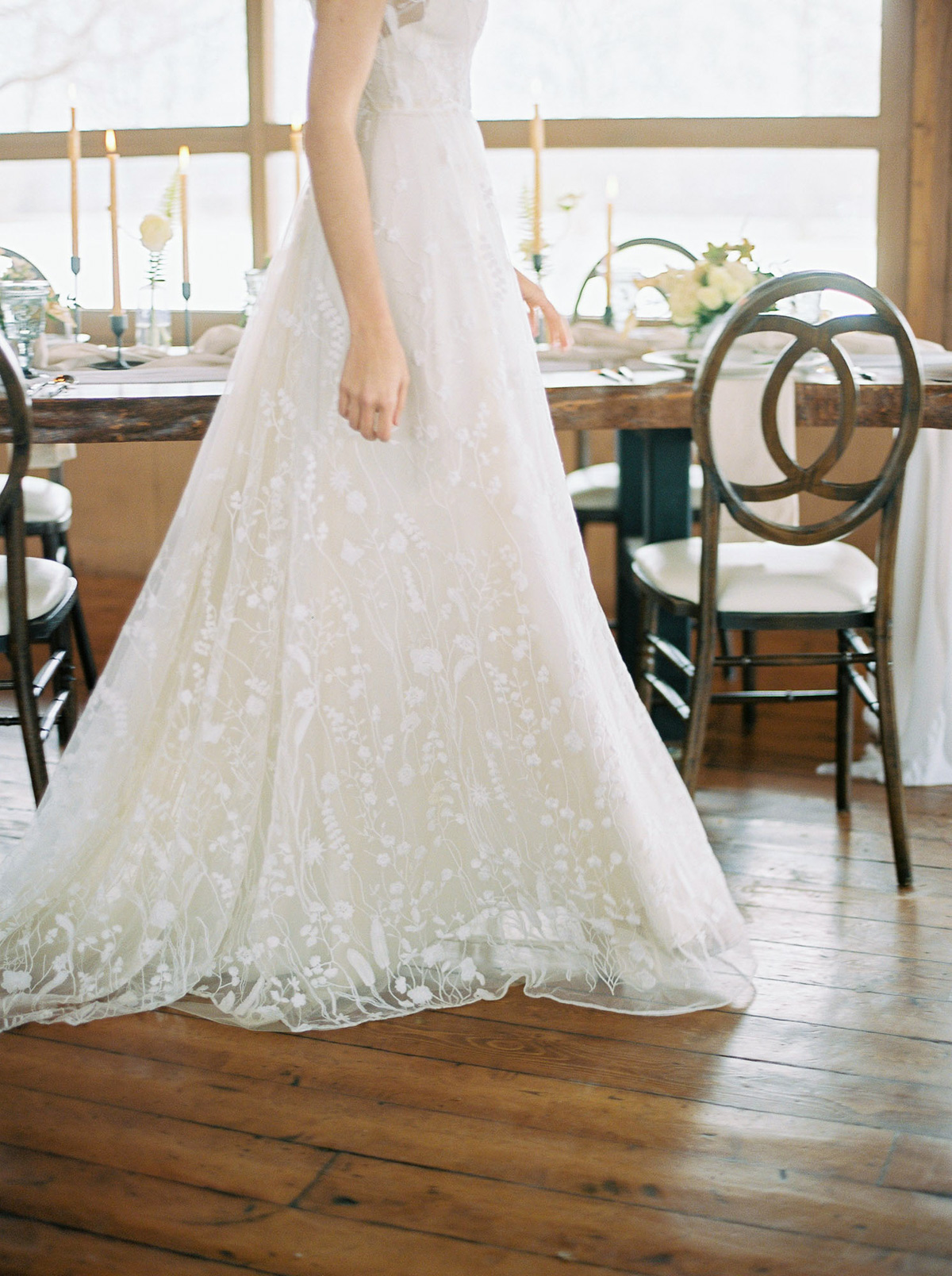 will-reid-photo-vineyard-bride-swish-list-kurtz-orchards-market-niagara-on-the-lake-wedding-editorial-27.jpg
