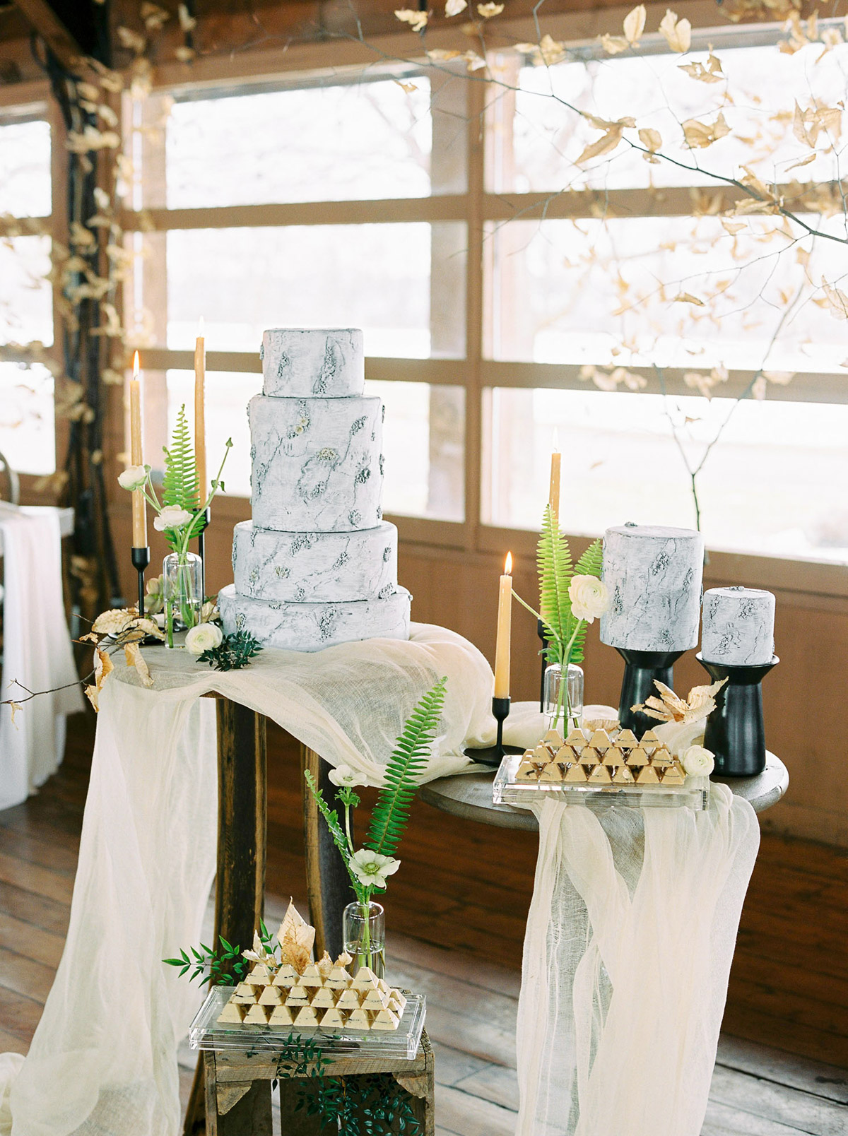 will-reid-photo-vineyard-bride-swish-list-kurtz-orchards-market-niagara-on-the-lake-wedding-editorial-32.jpg