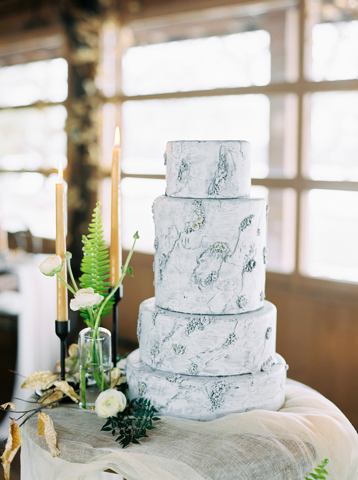 will-reid-photo-vineyard-bride-swish-list-kurtz-orchards-market-niagara-on-the-lake-wedding-editorial-33.jpg