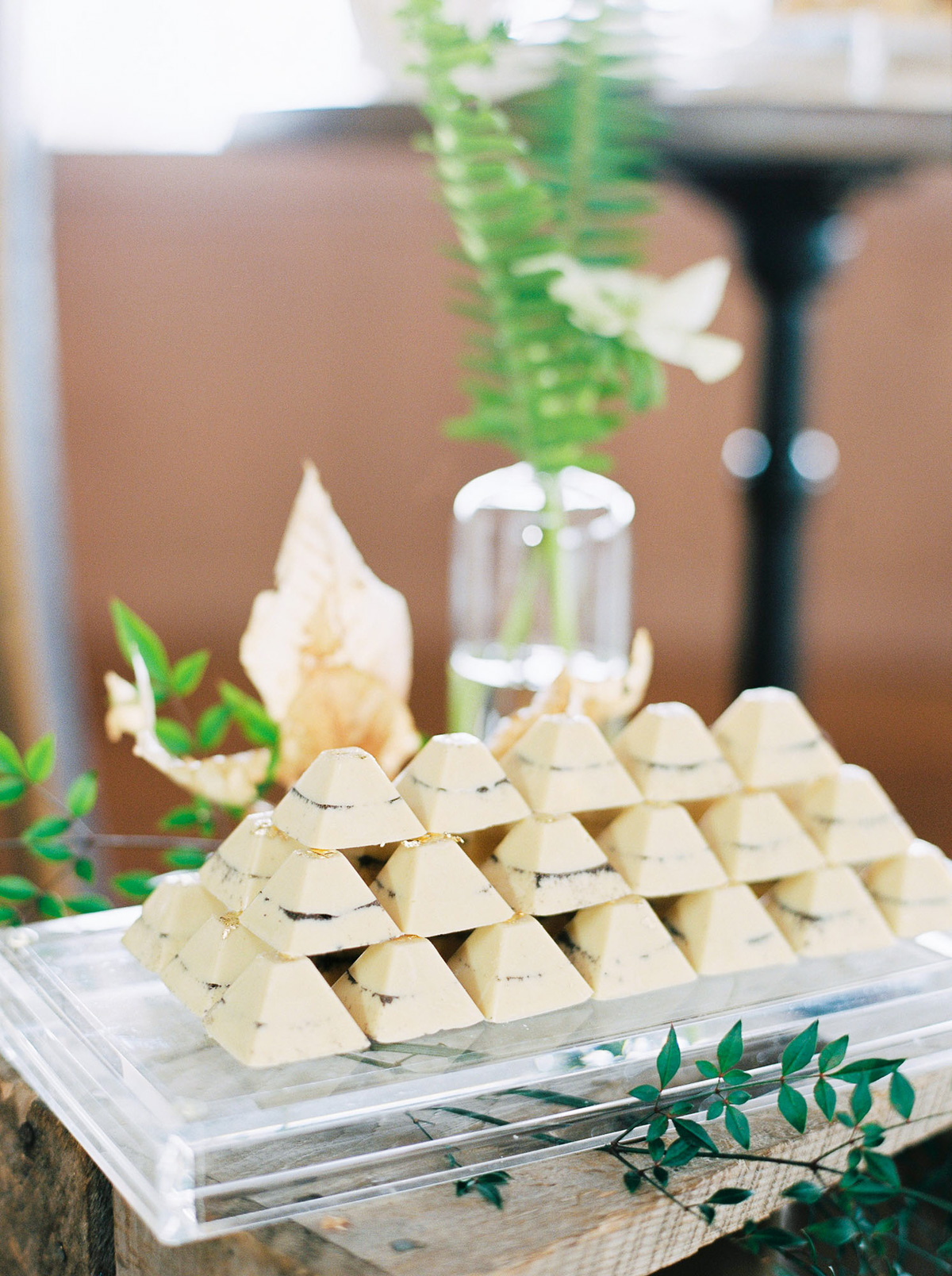 will-reid-photo-vineyard-bride-swish-list-kurtz-orchards-market-niagara-on-the-lake-wedding-editorial-34.jpg