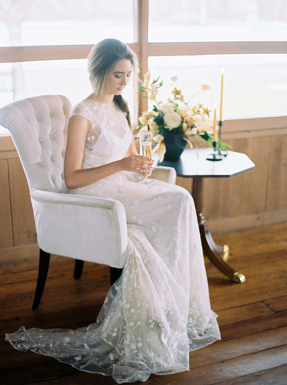 will-reid-photo-vineyard-bride-swish-list-kurtz-orchards-market-niagara-on-the-lake-wedding-editorial-39.jpg