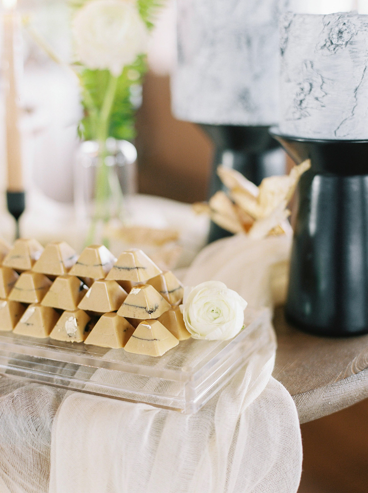 will-reid-photo-vineyard-bride-swish-list-kurtz-orchards-market-niagara-on-the-lake-wedding-editorial-40.jpg