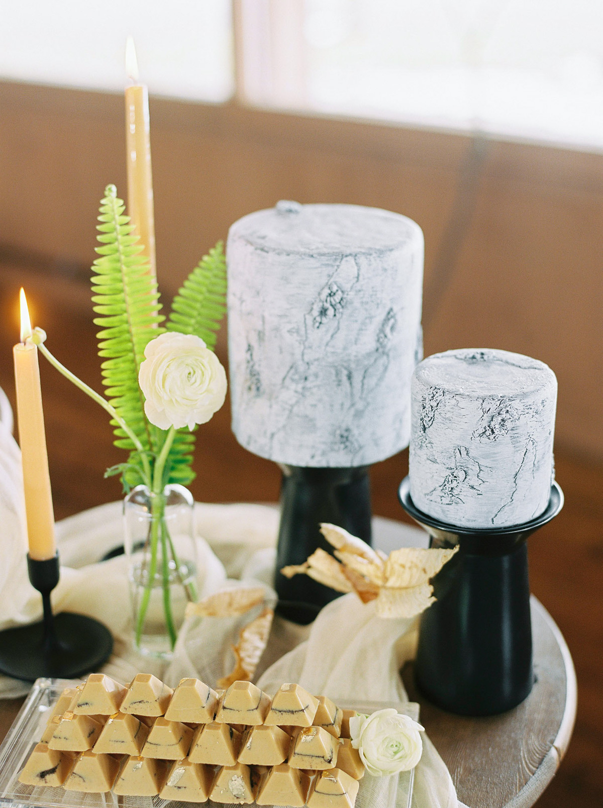 will-reid-photo-vineyard-bride-swish-list-kurtz-orchards-market-niagara-on-the-lake-wedding-editorial-42.jpg