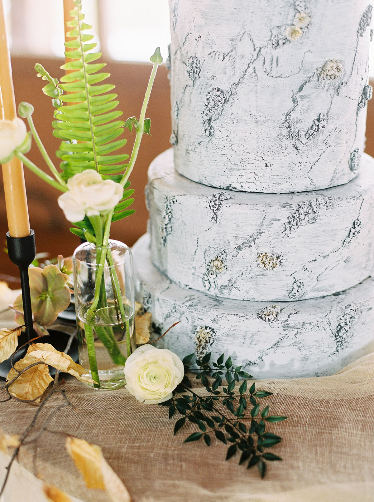 will-reid-photo-vineyard-bride-swish-list-kurtz-orchards-market-niagara-on-the-lake-wedding-editorial-43.jpg