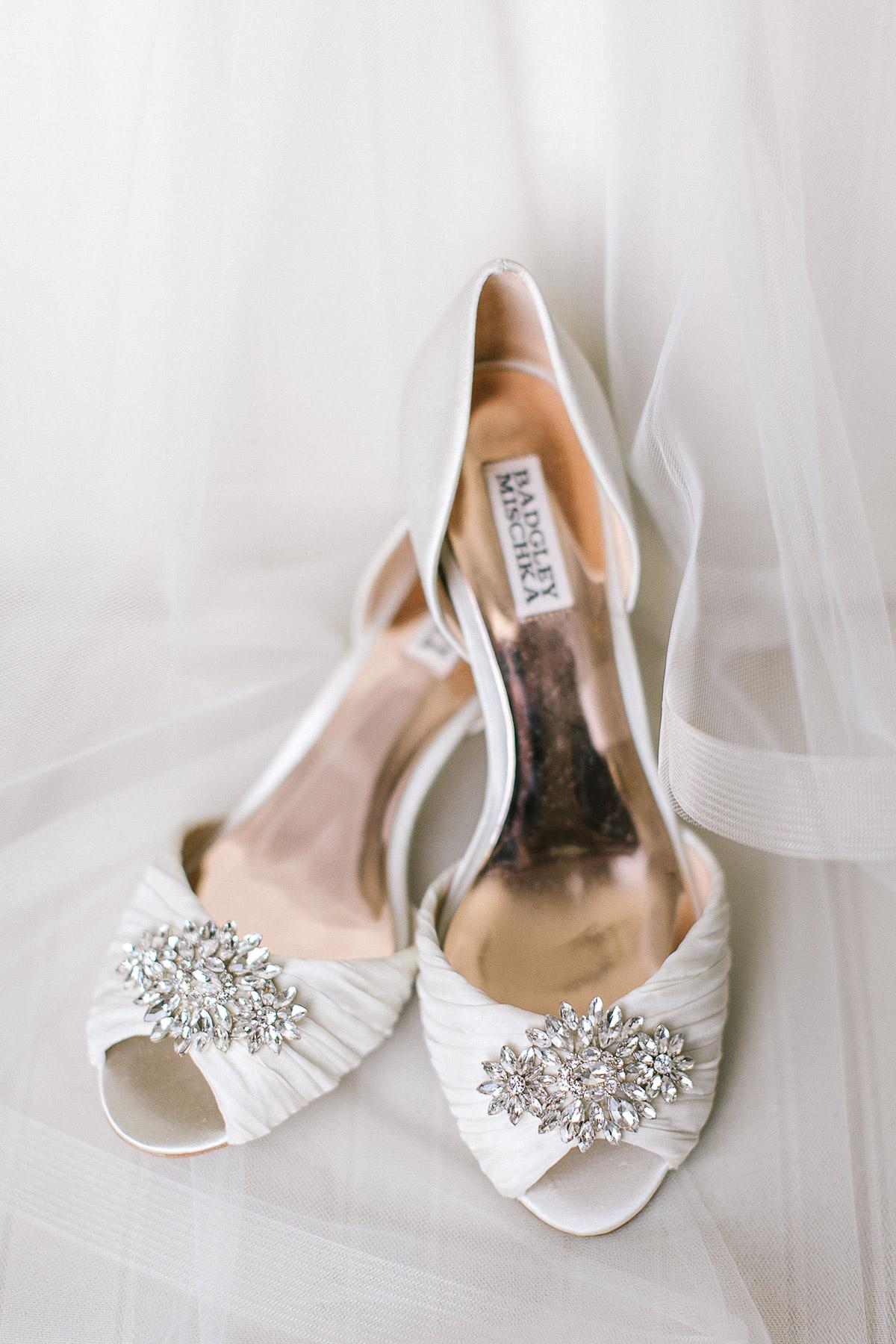 tamara-lockwood-photography-vineyard-bride-swish-list-the-old-courthouse-niagara-on-the-lake-wedding-5.jpg