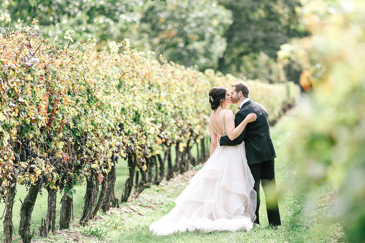 tamara-lockwood-photography-vineyard-bride-swish-list-the-old-courthouse-niagara-on-the-lake-wedding-20.jpg