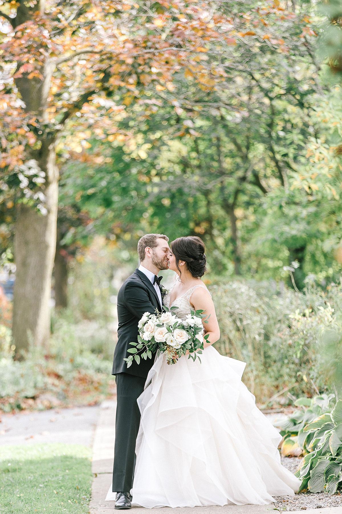 tamara-lockwood-photography-vineyard-bride-swish-list-the-old-courthouse-niagara-on-the-lake-wedding-21.jpg