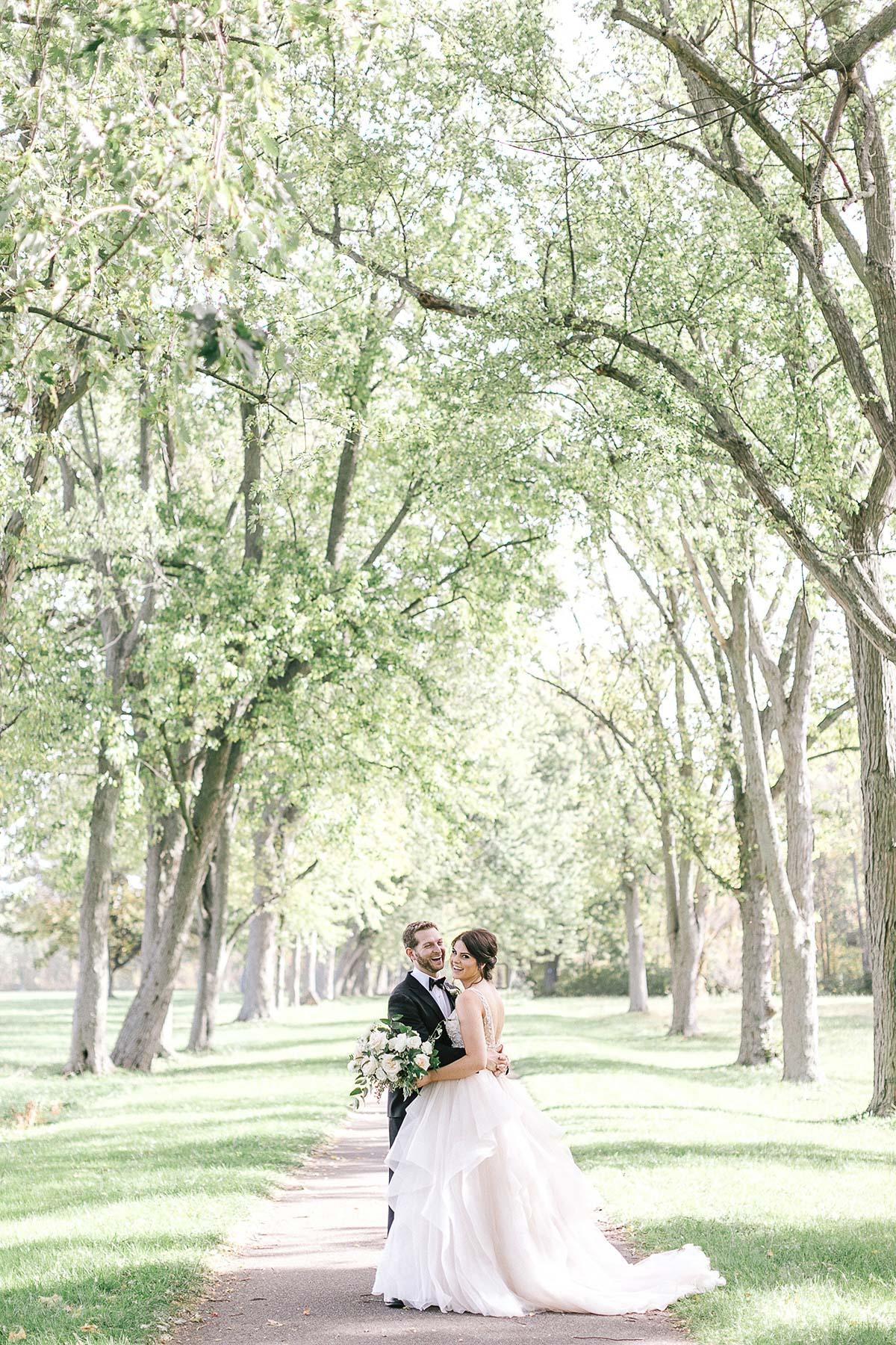 tamara-lockwood-photography-vineyard-bride-swish-list-the-old-courthouse-niagara-on-the-lake-wedding-23.jpg